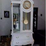 Lemari Jam Cat Duco Klasik Warna Putih
