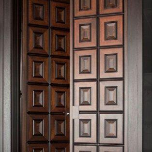 Pintu Kupu Tarung Kotak Kotak Modern