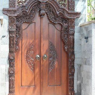 Pintu Rumah Ukiran Gebyok Kupu Tarung