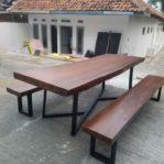 Set Meja Makan Kayu Trembesi Bandung