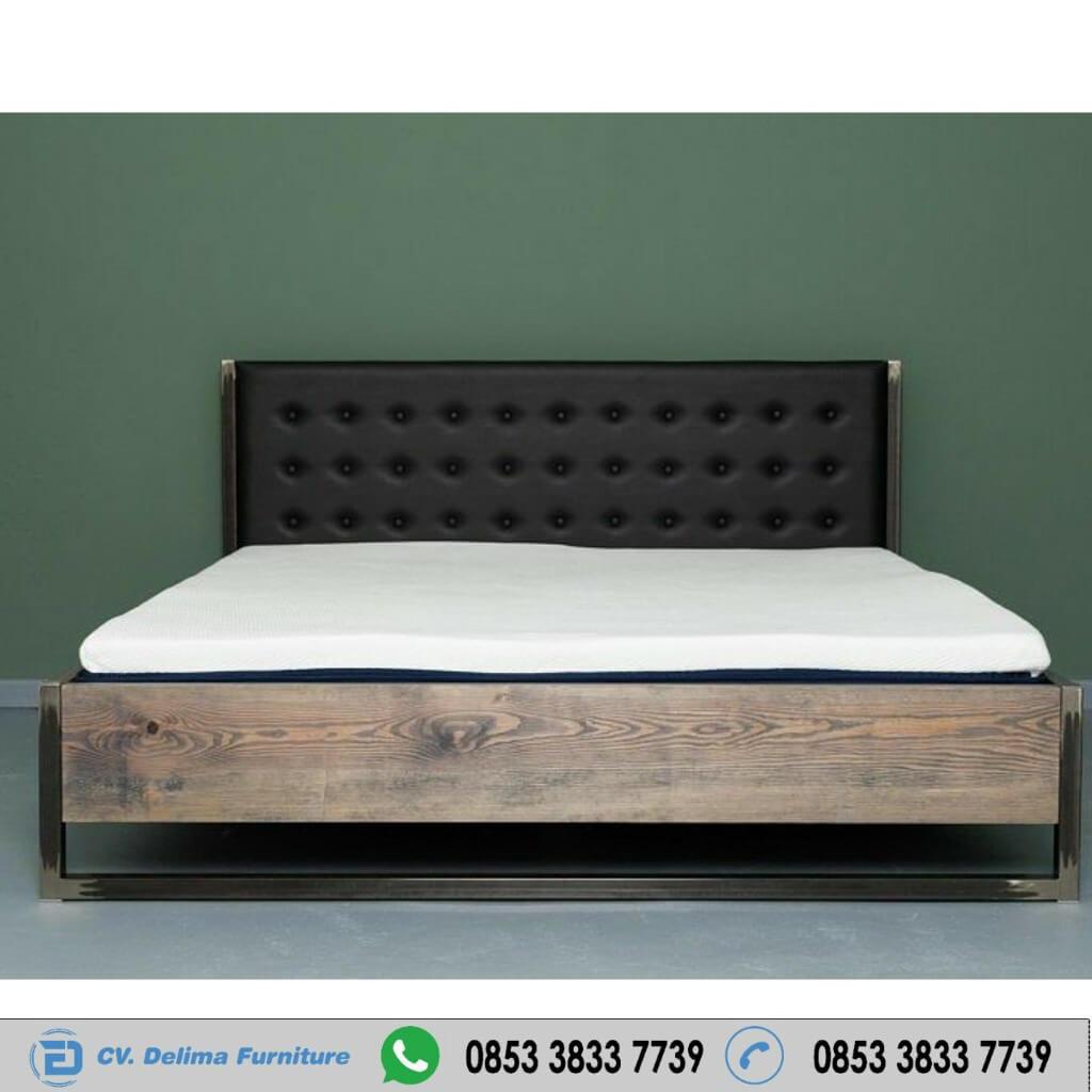 Tempat Tidur Minimalis Antik Kombinasi Besi