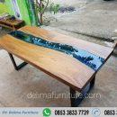 Meja Makan Kayu Solid River Kaca Biru Ture